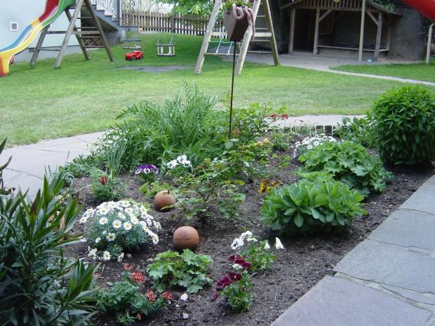Blumen vorm Haus