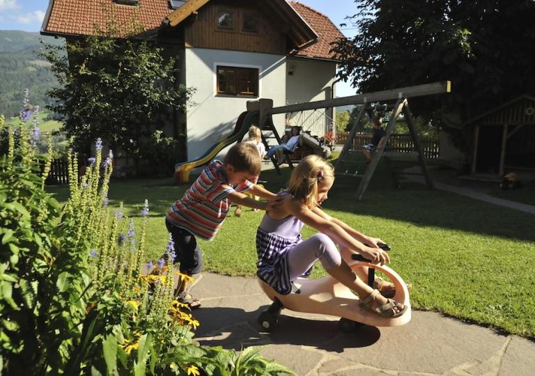 kinder-spielplatz-1